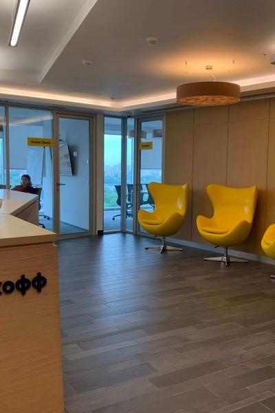 Кресла Egg для московского офиса банка Tinkoff
