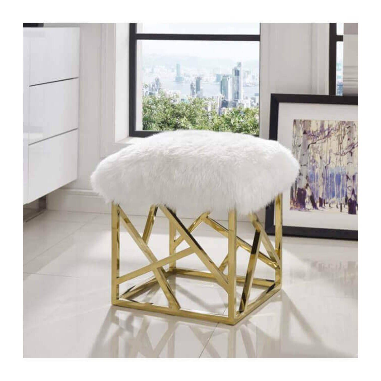 Дизайнерский белый пуф Gold geometric base с обивкой из овечьей шерсти