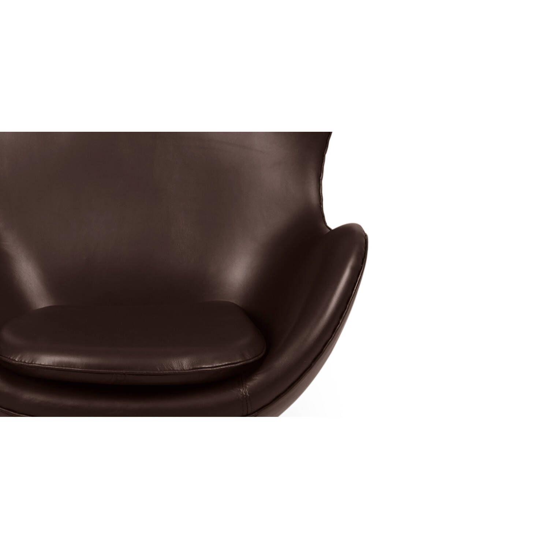 Коричневое кожаное кресло Egg