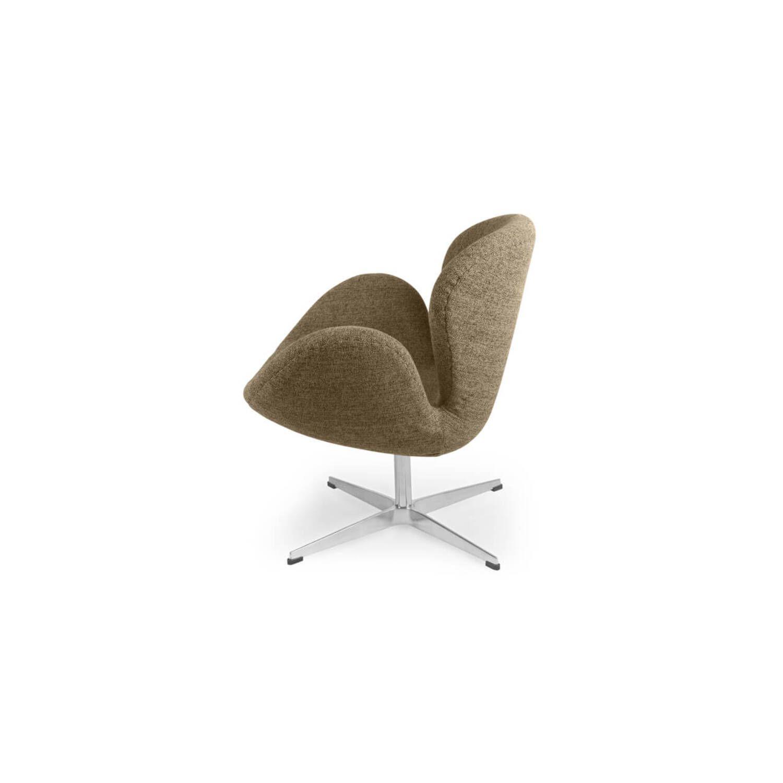 Кресло Swan коричневого цвета