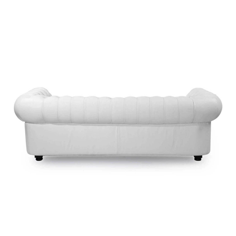 Белый диван Chesterfield, в английском классическом стиле