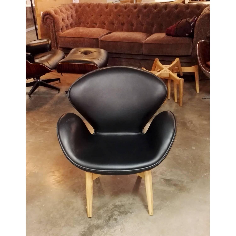 Черное кожаное кресло Swan