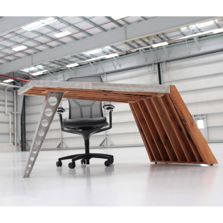Стол Aviator Aero World War I Airfoil Desk