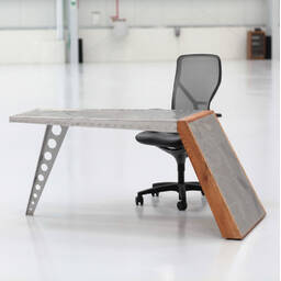 Стол Aviator Aero World War I Airfoil Desk