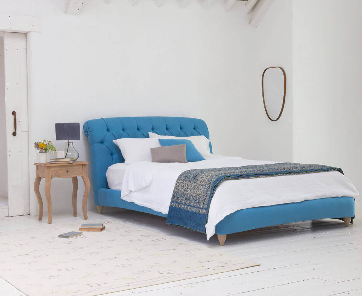 Дизайнерская кровать в английском стиле Честерфилд