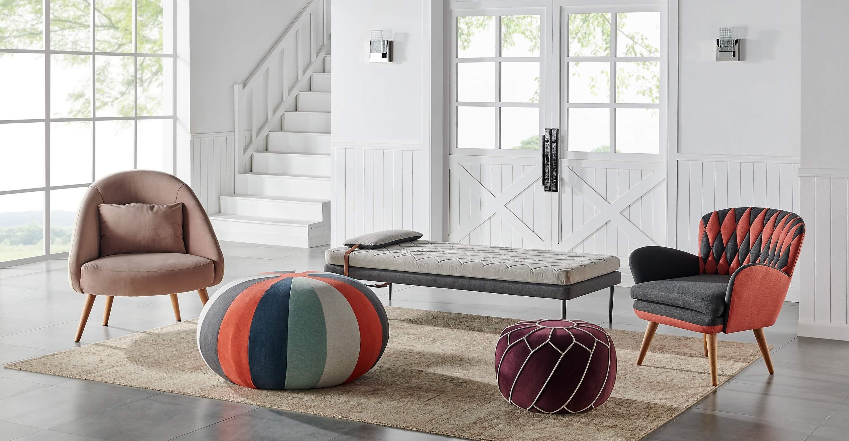 дизайнерское кресло на деревянных ножках в современном стиле Jester