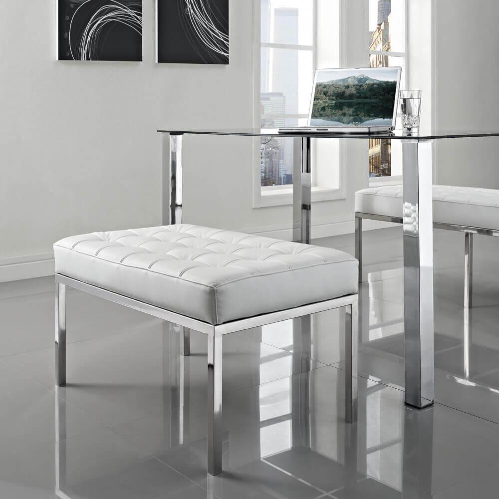 Дизайнерские пуфы в гостиную из белой кожи