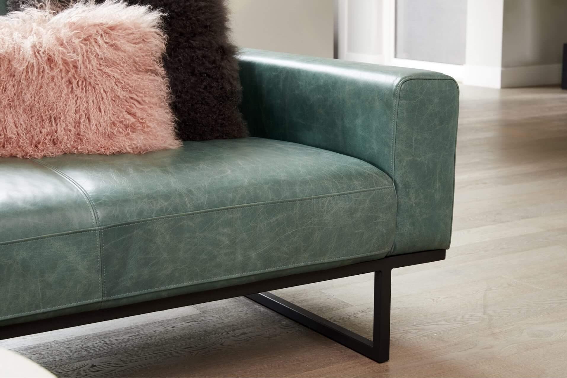 прямой диван Brock в современном стиле