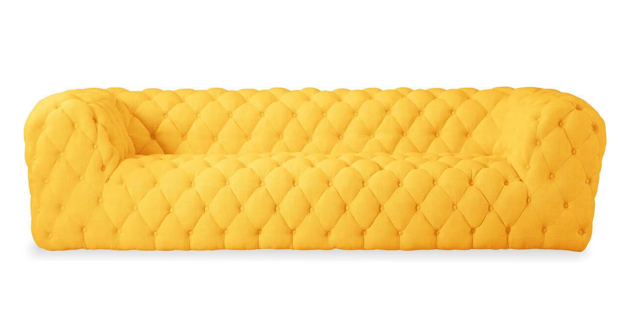 Желтый диван с широкими подлокотниками