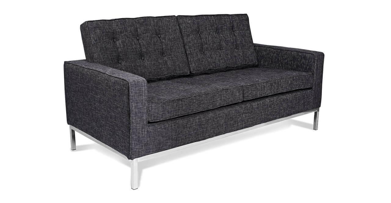 Маленький двухместный диван в прихожую
